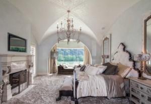 Lakeside Mediterranean style bedroom